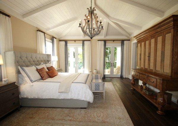 舒适整洁的双人床图片_WWW.66152.COM