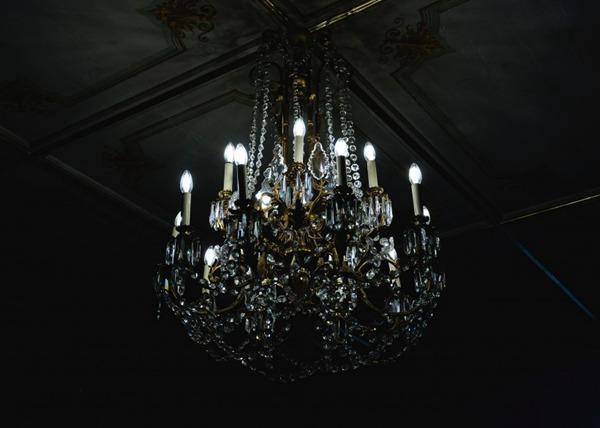 精致的吊灯图片_WWW.66152.COM