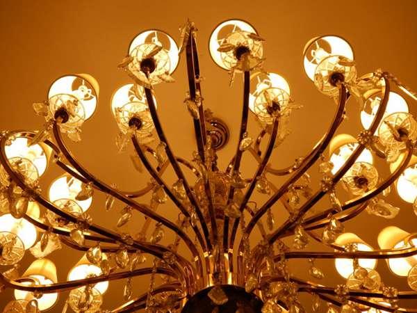 风格各异的吊灯图片_WWW.66152.COM