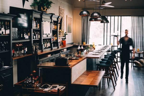 装饰华丽的酒吧图片_WWW.66152.COM