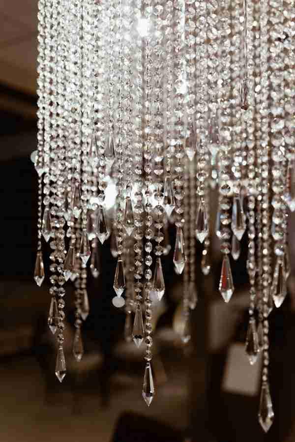 亮晶晶的水晶吊灯图片_WWW.66152.COM