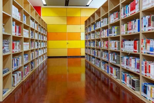 宽敞明亮的图书馆图片_WWW.66152.COM