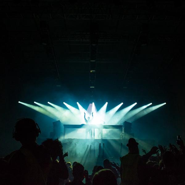 有灯光的舞台图片_WWW.66152.COM