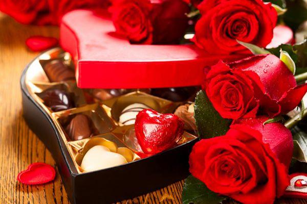 情人节甜美玫瑰礼物图片_WWW.66152.COM