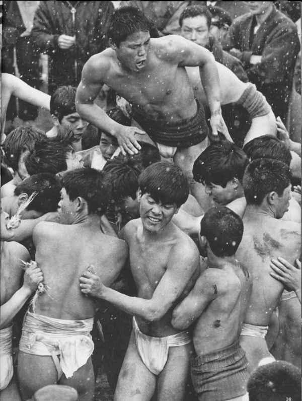 旧时日本裸体节(会阳节)图片_WWW.66152.COM