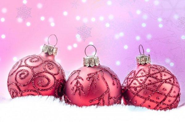 红色圣诞彩球图片_WWW.66152.COM