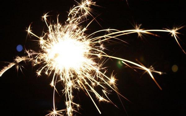 耀眼的烟火图片_WWW.66152.COM