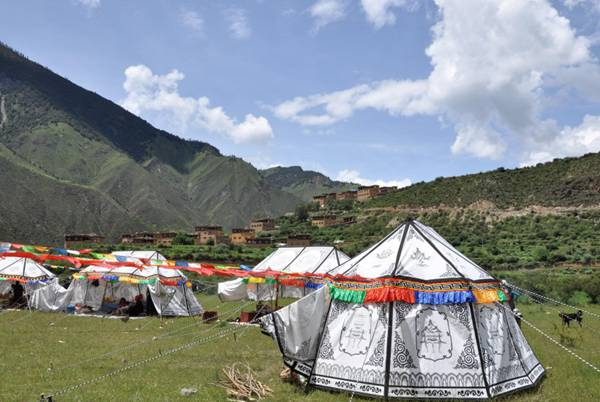 藏区耍坝子节日图片_WWW.66152.COM