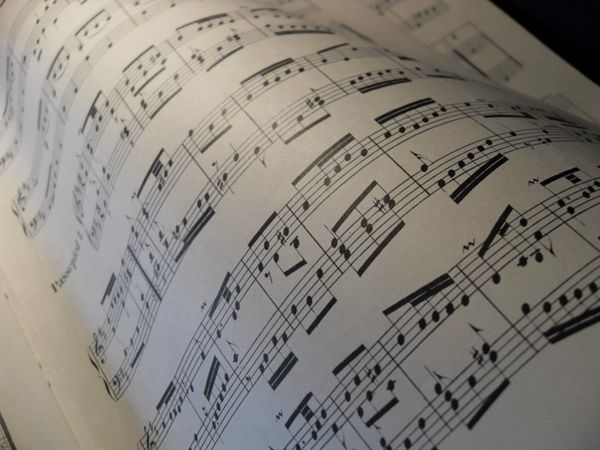 文艺的乐谱音符图片_WWW.66152.COM