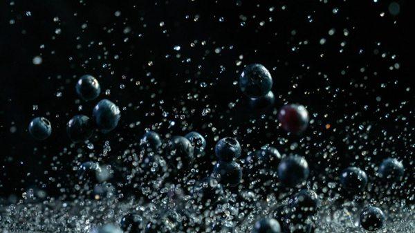 高速拍摄的蓝莓素材图片_WWW.66152.COM