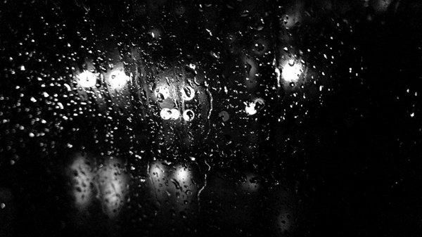 玻璃上的水滴图片_WWW.66152.COM