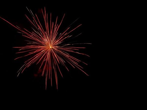 唯美璀璨的烟花背景图片_WWW.66152.COM