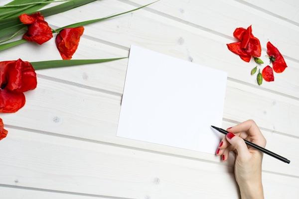 有花朵的工作台背景素材图片_WWW.66152.COM