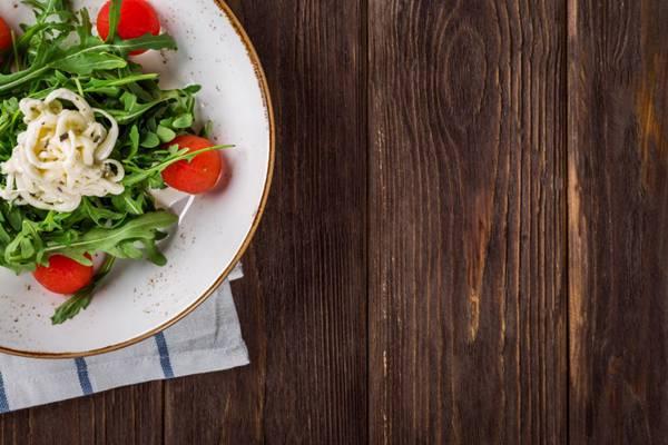 摆放蔬果的干净背景图片_WWW.66152.COM
