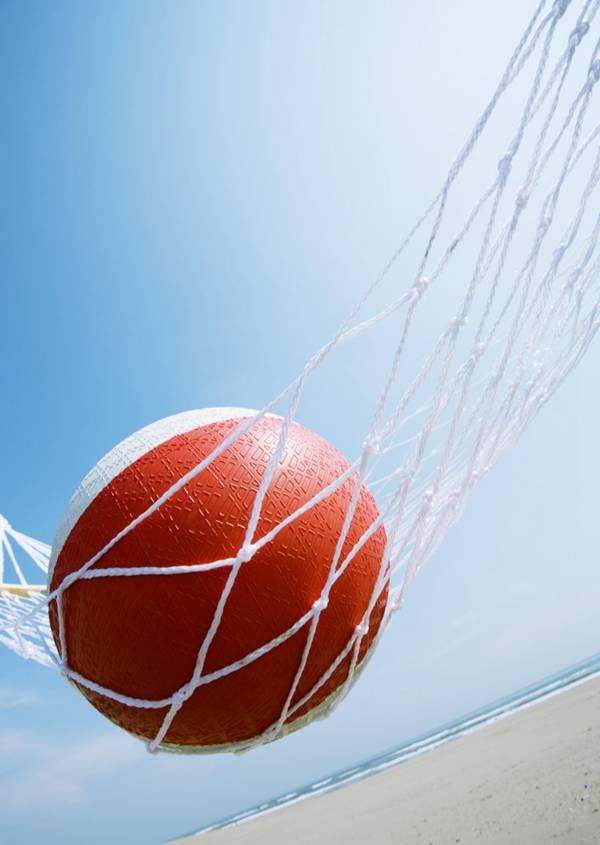 夏日清新背景素材吊床衣帽篮球图片_WWW.66152.COM