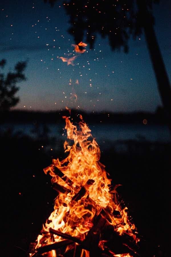 燃烧的火焰图片_WWW.66152.COM