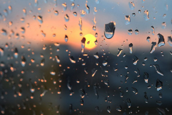 玻璃上的水珠图片_WWW.66152.COM