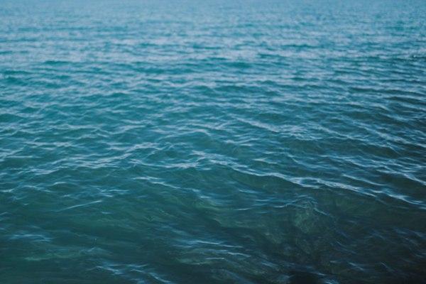 水面波纹图案背景图片_WWW.66152.COM