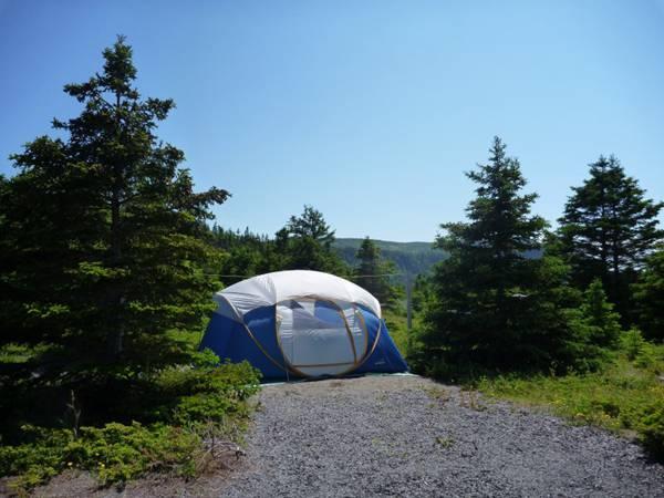 野外露营搭建的帐篷图片_WWW.66152.COM