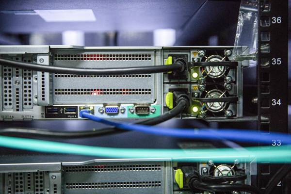 互联网机房图片_WWW.66152.COM