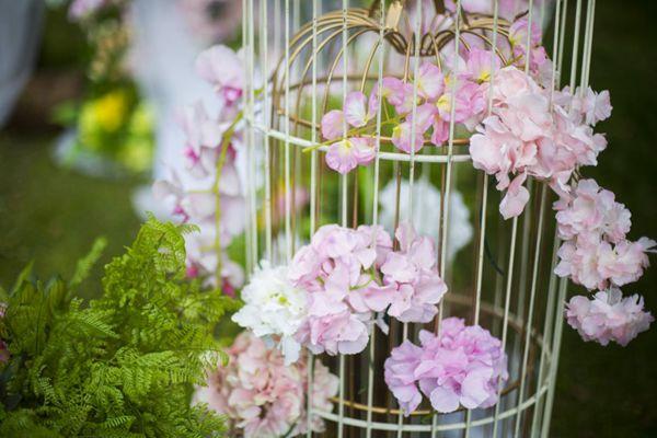 草坪婚礼布置图片_WWW.66152.COM