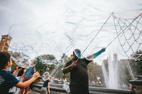 美丽的泡泡图片_WWW.66152.COM