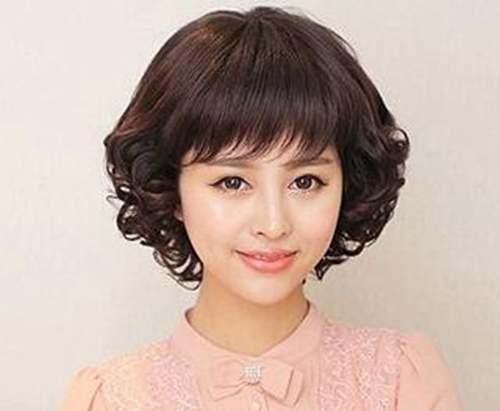 中女人蘑菇头短发发型图片_WWW.66152.COM