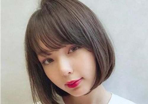 女生直发式娃娃头短发发型_WWW.66152.COM