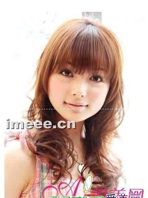 四款圆脸女生适合的中长发发型_WWW.66152.COM