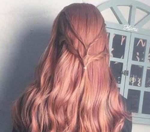 砂金色头发如何扎好看_WWW.66152.COM