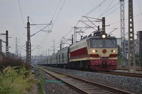 西南铁路襄渝线与达州站_WWW.66152.COM