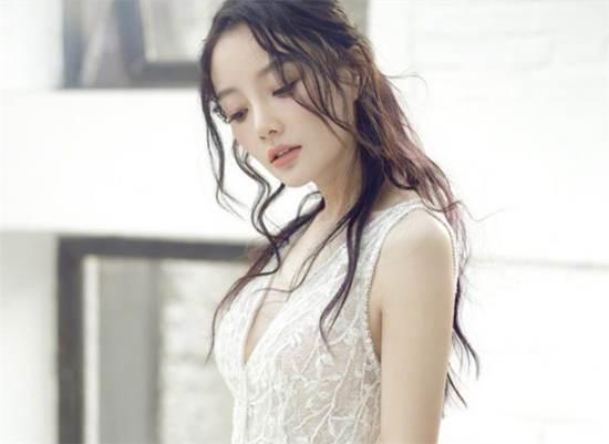 邓家佳和李小璐太像了 李小璐和邓家佳图片对比_WWW.66152.COM