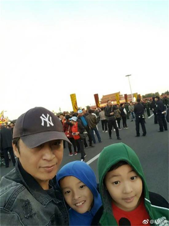 马景涛晒出和儿子的旅游照_WWW.66152.COM