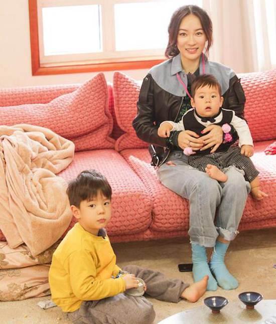 霍思燕二胎女儿正面照疑曝光_WWW.66152.COM