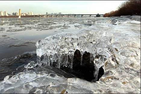 为什么清澈的水结成的冰是浑的_WWW.66152.COM