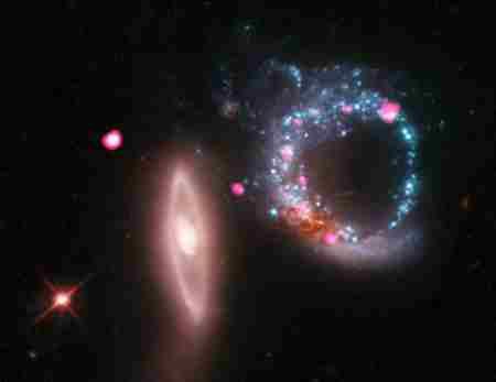 戒指星系之谜 戒指星系形成的原因 宇宙的星门?_WWW.66152.COM
