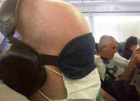 第一次坐飞机常见尴尬_WWW.66152.COM