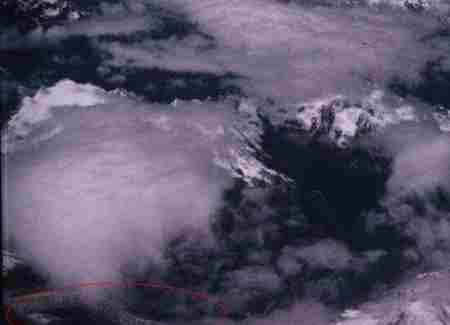 西藏雪山高空拍到两条真龙?_WWW.66152.COM