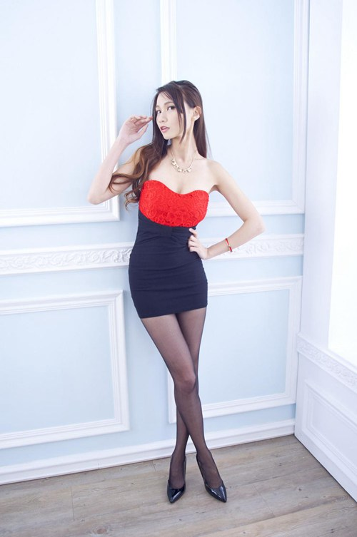 小凤九微博良心coser 大劈叉 秀技能_WWW.66152.COM
