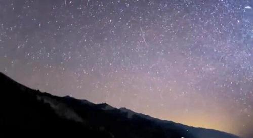 世界上最大的流星雨_WWW.66152.COM