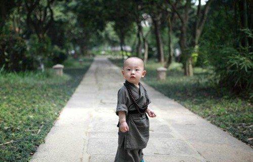 西禅寺超萌小和尚图片_WWW.66152.COM