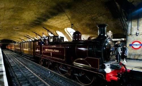 世界上第一条地铁线路_WWW.66152.COM