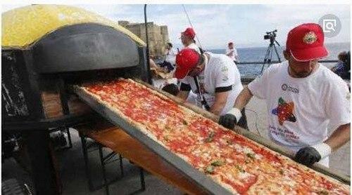 世界上最长的披萨_WWW.66152.COM