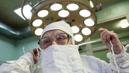 世界最老外科医生_WWW.66152.COM