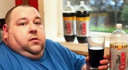 世界上喝可乐最多的人_WWW.66152.COM