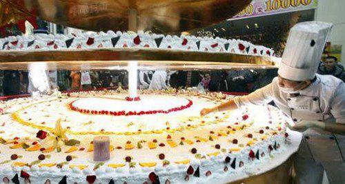 世界上最高的蛋糕_WWW.66152.COM