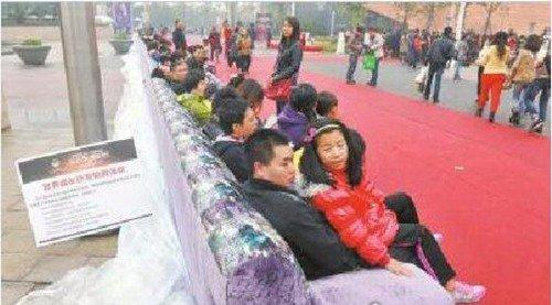 世界上最长的沙发_WWW.66152.COM