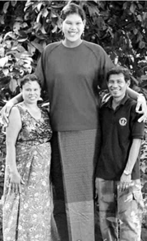 世界最高少女16岁2.07米_WWW.66152.COM