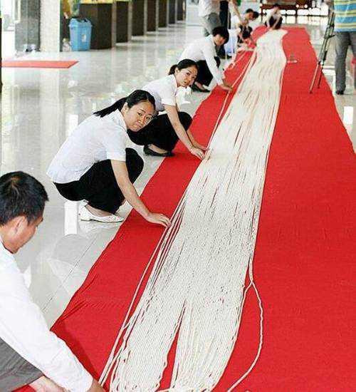 世界最长的珍珠项链_WWW.66152.COM