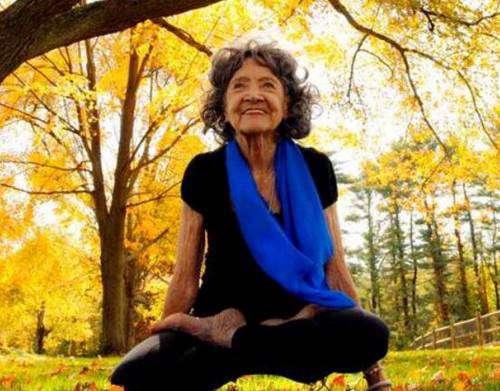 世界最老瑜伽教练_WWW.66152.COM